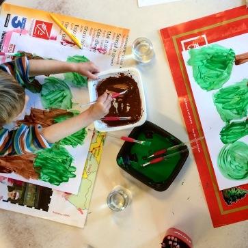 Fabrication des support à l'école, peinture sur papier